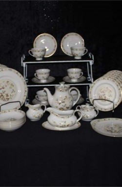 Royal Doulton Mandalay Pattern Bone China Dinnerware 52 Piece Set