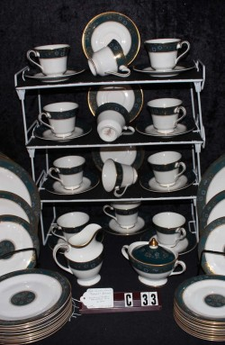 Royal Doulton Carlyle Pattern H5018 Fine Bone China Dinnerware , A 63 Piece Set , Service for Twelve