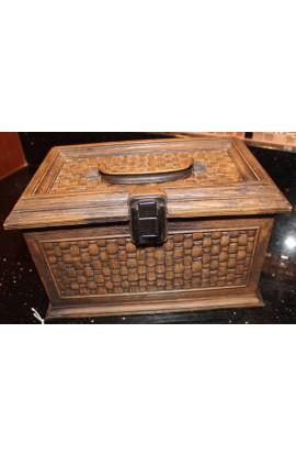 Lerner Brown Plastic Wood Look Basket Weave Pattern Hinged Sewing or Jewelry Box